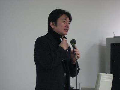 NTTドコモの栄藤稔氏。通信会社の立場から見たAndroidプラットフォームを、情報量豊かに解説