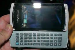 SymbianベースとなるVivaz pro。本体の仕上げなどは日本の技術が生かされており質感はかなり高い