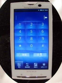 スマートフォンは、電話であることを忘れてしまう。HT-03Aより電池の持ちが良くなり、連続待受/通話時間も伸びた。