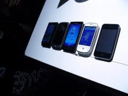 「Nexus One」「Xperia」「HT-03A」「iPhone」…注目のスマートフォン勢ぞろい。