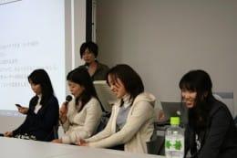 パネルディスカッションの様子。左からニシヲカ氏、hiroii氏、宮田氏、あんざい氏
