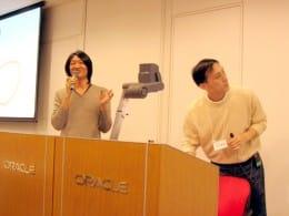 最初の登壇者の塚田さんと、司会進行の法林浩之さん(日本UNIXユーザー会幹事)。