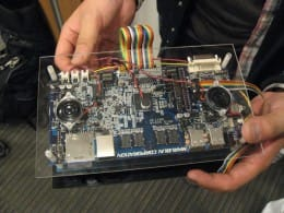 M2ID(丸文株式会社)は、大型ディスプレイを持つアプリケーション開発用ボード