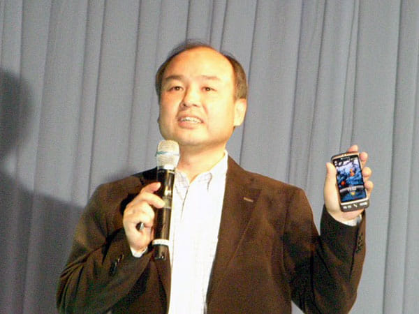 Desireを発表するソフトバンクモバイルの孫正義氏