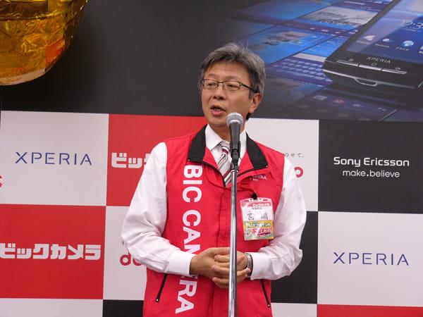 あいさつをする、宮嶋宏幸ビックカメラ社長。