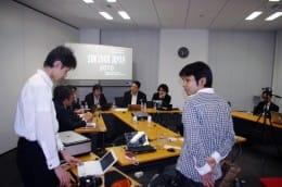 今回の討論会はジャーナリストらの自主開催によるもの、インターネットのライブ放送・Ustreamを使って行われた