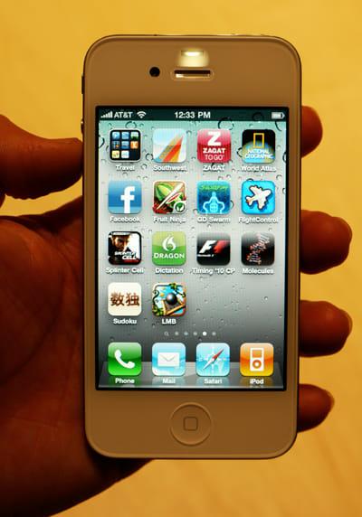 日本でも6月24日に発売となるiPhone 4。世界5カ国同時発売