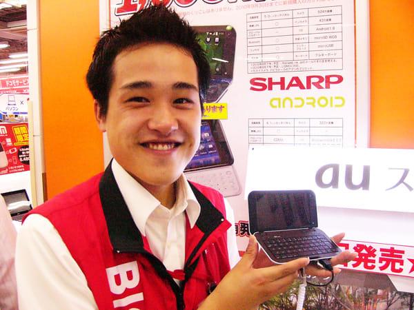 今回もすてきな笑顔の冨高さん。IS01は、これから人気が出そうな手応えアリ!とのこと