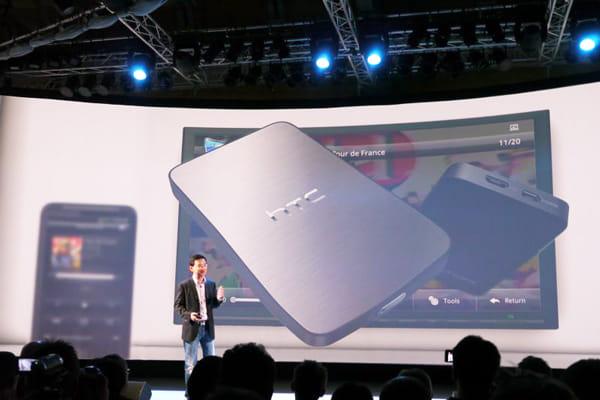 HTC Desire HDはDLNAに対応。無線LANで接続し、専用レシーバーが必要になる
