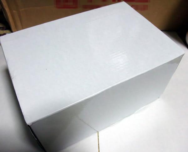 箱は真っ白です