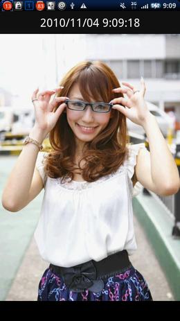 メガネ美人 by UNI.T05:メガネの似合う美人女子大生が10人次々と登場。
