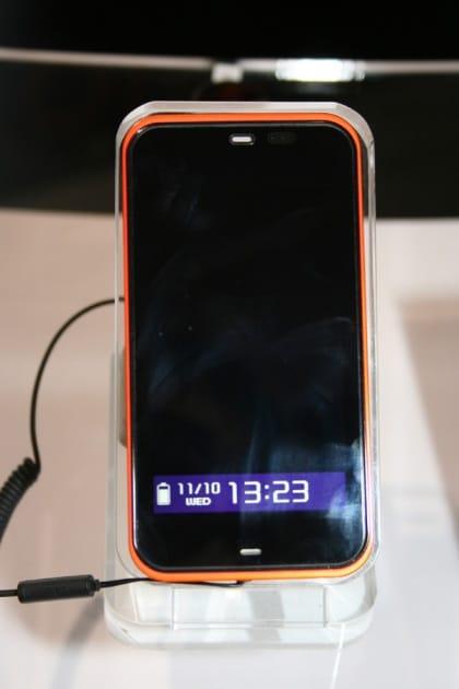 スタンバイ時にはコンビネーション液晶に日時やバッテリー残量が表示される