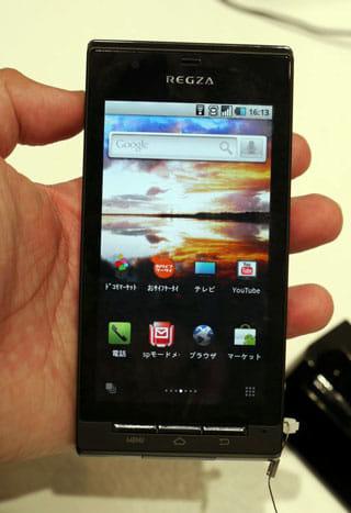 高画質なワンセグを楽しめる東芝製「REGZA Phone T-01C」。防水機能付き