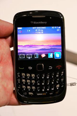 小型軽量の「BlackBerry Curve 9300」