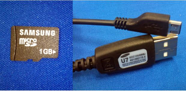 SDカード(左)USBケーブルアップ(右)