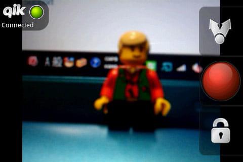 Qik Video:右列中段の赤いボタンをタップで動画が配信開始