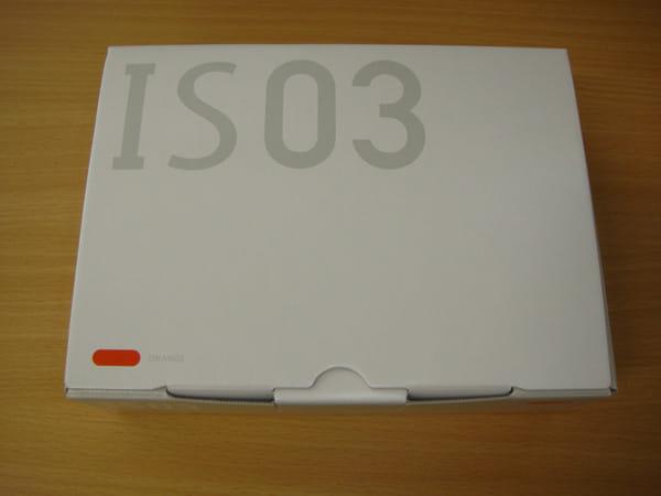 IS03の外箱