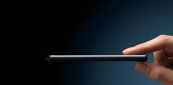 MEDIASの7.7mmは他社の薄型端末をはるかにしのぐインパクト
