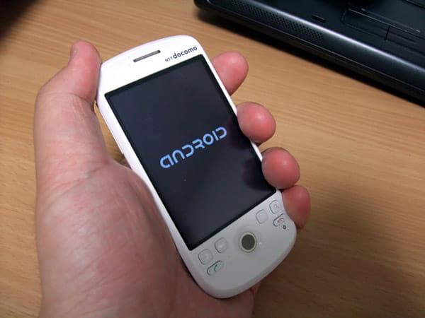 HT-03Aのサイズ感は通話端末としては非常に手頃