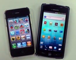 iPhone 4(左)、AQUOS PHONE SH-12C(右)