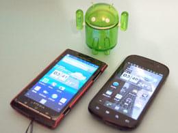 Xperia(左)とメイン端末Nexus S(右)