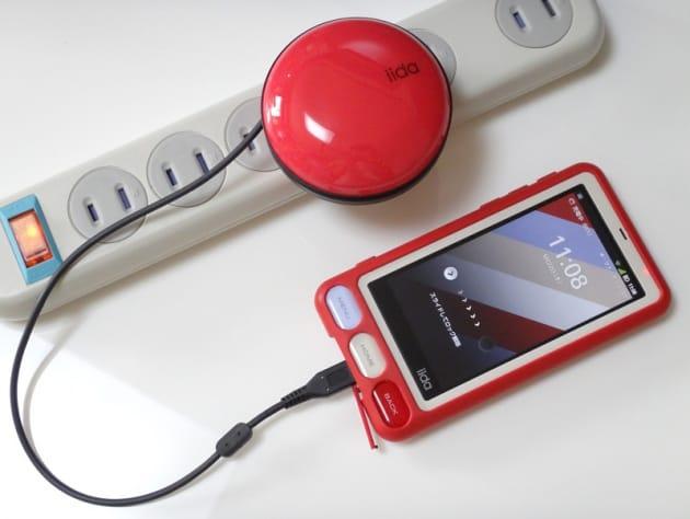 所有者欲を満たす美しさ。ファッションとしてのスマートフォンを演出してくれるアイテム。それがiidaブランドの周辺機器