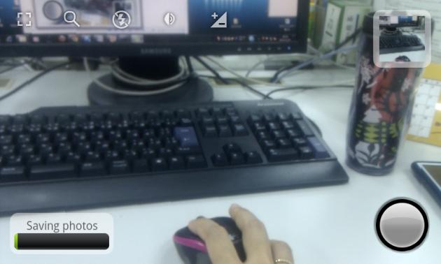 Fast Burst Camera Lite:シャッターを押してから、一時保管された写真が保存されていく