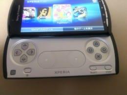 初代PlayStationのゲームが楽しめるスライド式キーパッドを搭載