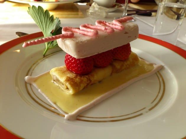 フレンチレストランのデザートがかわいかったので思わずパシャリ!