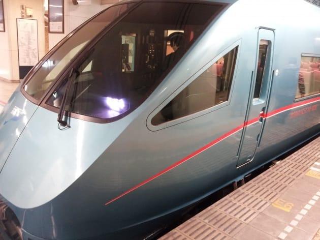 青いロマンスカー:新宿から約1時間半で箱根湯本駅まで