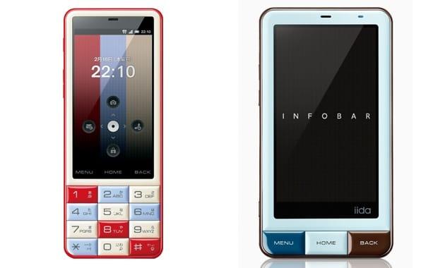 左から「INFOBAR C01」(au)、「INFOBAR A01」(au)