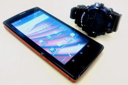 G-SHOCK GB-6900とMEDIAS LTE N-04D