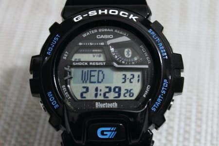 G-SHOCK GB-6900:液晶画面。接続中を示すBluetoothのマークも