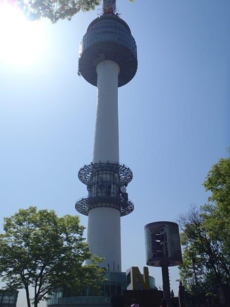 そびえ立つNソウルタワー