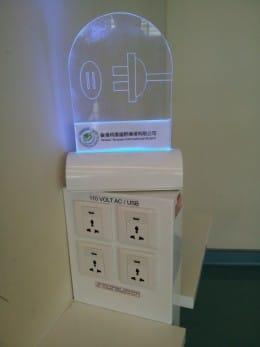 乗り継ぎの台湾の空港ではオープンの充電エリアがありました