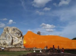 タイ・アユタヤの寝ている仏像