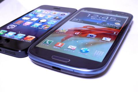 「A6」搭載のiPhone 5(左)次世代デュアルコアCPU搭載のGALAXY S III SC-06D(右)