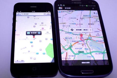 新宿駅で検索。広大な土地で表示されているApple社製マップ(左)詳細に表示されるGoogleマップ(右)