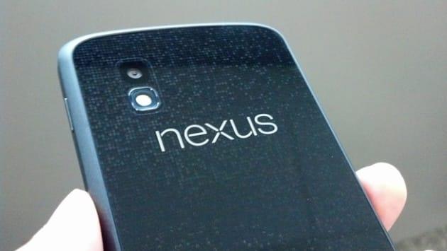 """背面、""""nexus"""" ロゴ部分"""