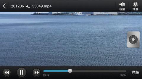右のシャッターボタンで動画再生中にキャプチャ保存できる