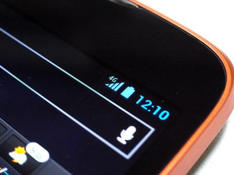 SoftBank 4Gの電波と接続しているスマートフォン