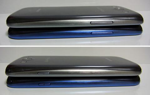 本体左側面(上)本体右側面(下)いずれも上が「GALAXY S III α SC-03E」、下が「GALAXY S III SC-06D」