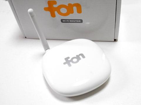 ソフトバンクモバイルで配布されているFONルータ。これもWi-Fi親機のひとつ