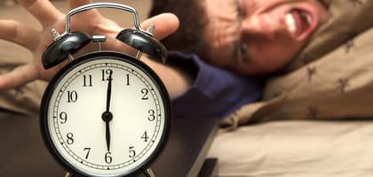 絶対に寝坊できない朝がそこにある。ここ一番で使いたい!究極の目覚ましアプリ3選