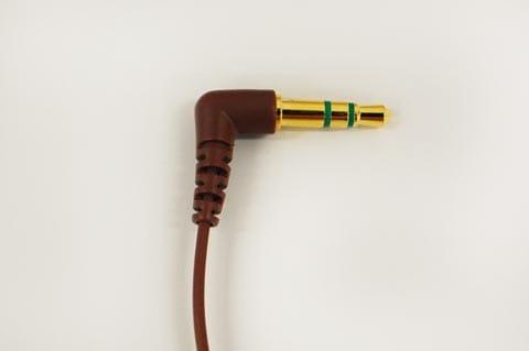 フォーンプラグなので一般的な音響機と繋がる