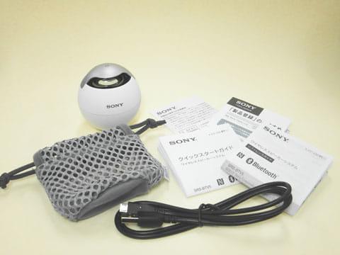 マニュアルと充電ケーブルと持ち運び用のキャリングポーチが同梱