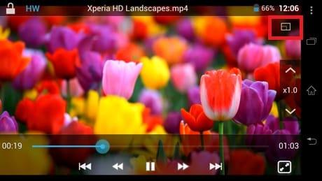 DicePlayer:再生開始時は全画面表示。右上のアイコンのタップでウインドウ表示になる