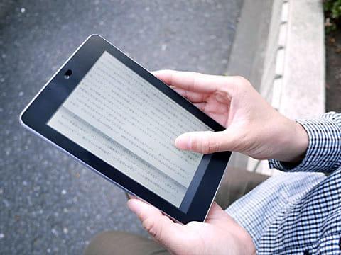 電子書籍を読みのに最適なサイズ。ページもめくりやすい