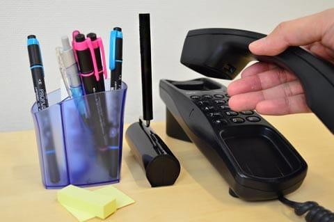 デスクに置いても違和感なし!ペン立ての横などがおすすめ