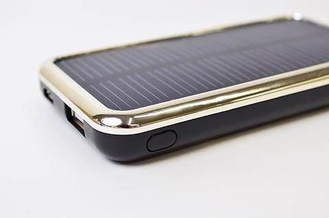 太陽光で充電するソーラーバッテリー